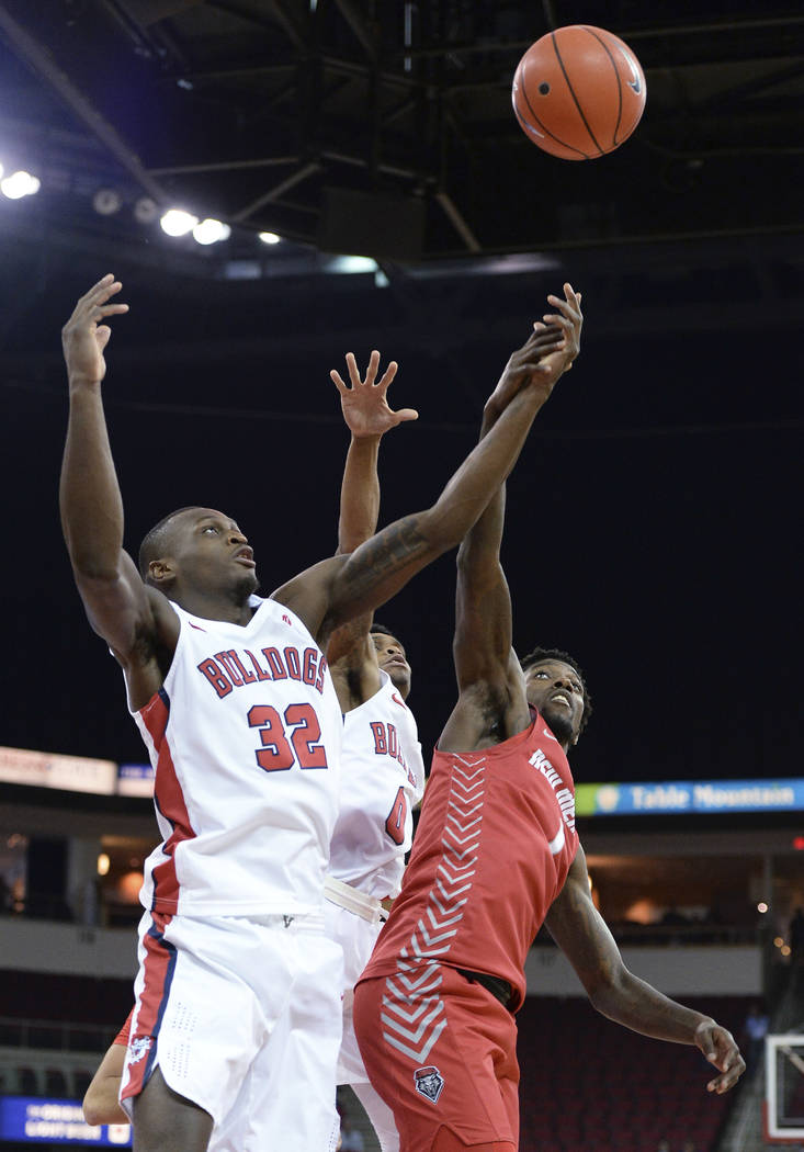 Fresno State's Nate Grimes, left, and New Mexico's Corey Manigault reach for a loose ball durin ...