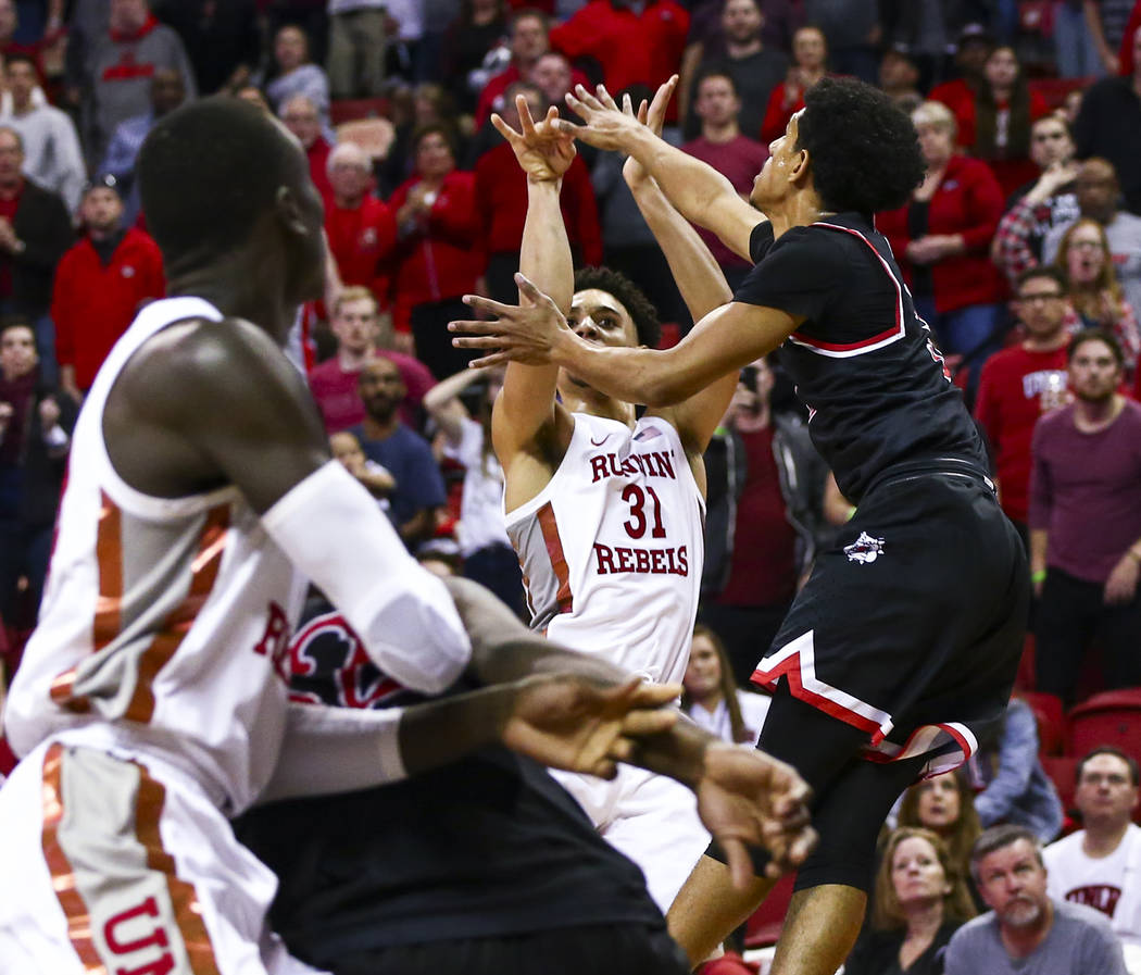 UNLV's Marvin Coleman (31) shoots to score in the final second of the game to lift UNLV to a 68 ...