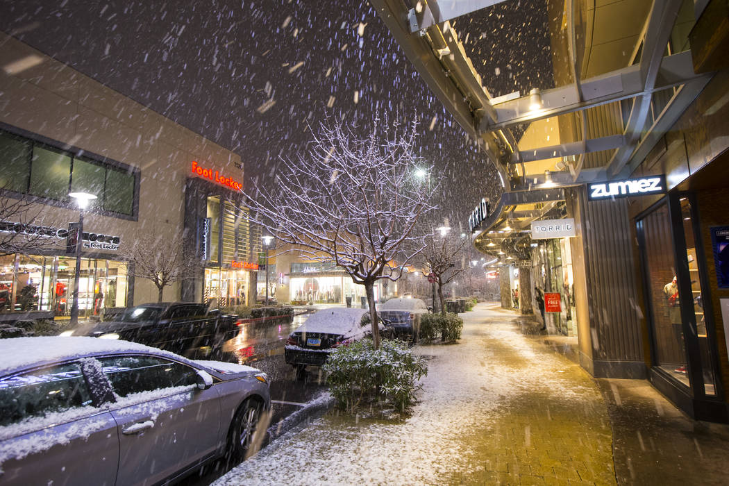 Snow falls around Downtown Summerlin in Las Vegas on Wednesday, Feb. 20, 2019. (Chase Stevens/L ...