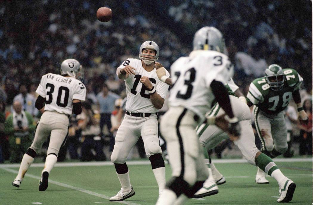 Jim Plunkett (16) quarterback for the Oakland Raiders in Super Bowl XV at the Louisiana Superdo ...