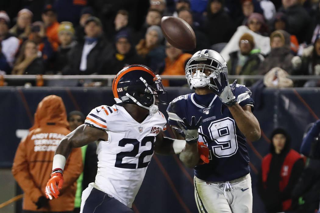 Dallas Cowboys' Amari Cooper (19) makes a touchdown reception against Chicago Bears' Kevin Toli ...