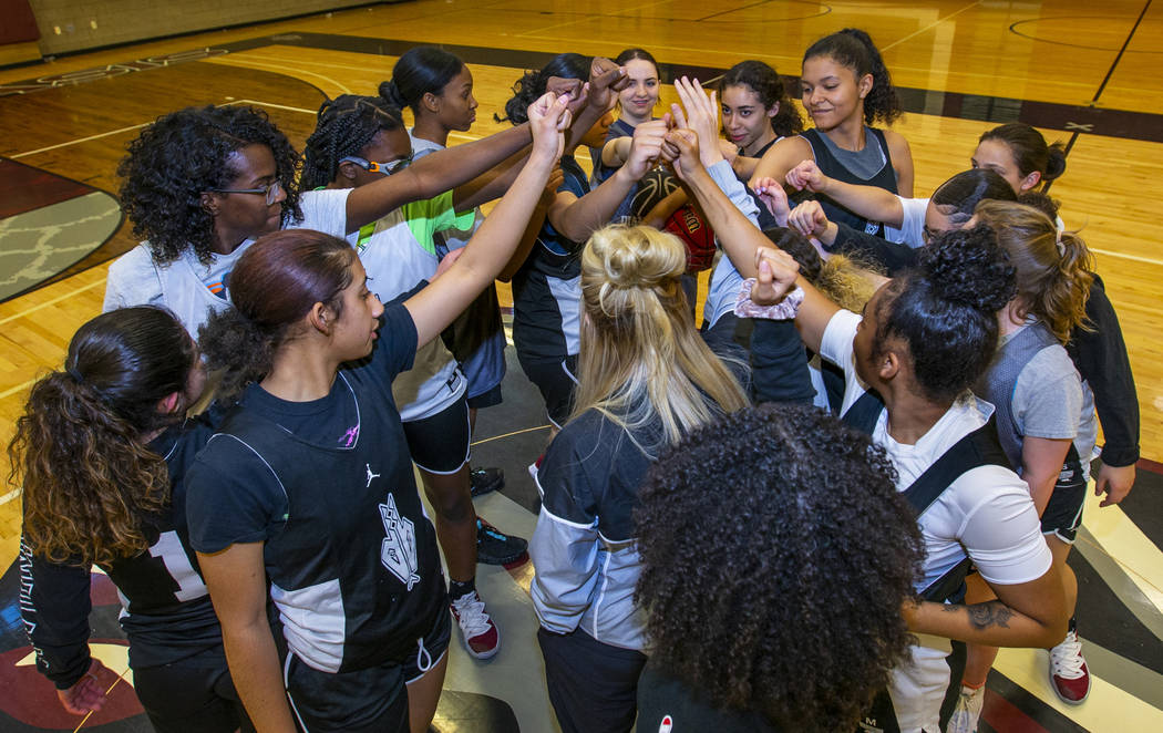 Head coach Laurie Evans, center, comes together with her players during a Desert Oasis girl's b ...