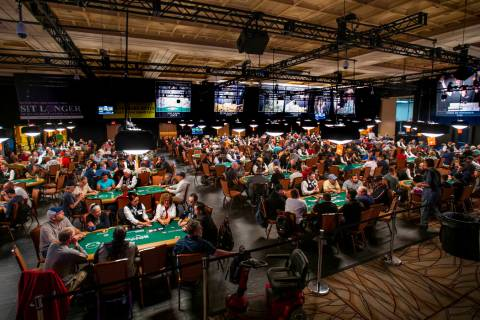 Thousands of WSOP poker players compete at the $500 buy-in, no-limit HoldÕem tournament du ...