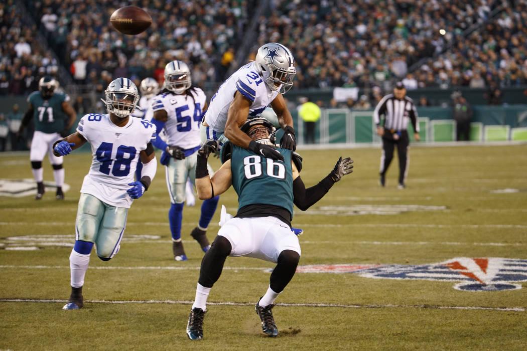 Philadelphia Eagles tight end Zach Ertz (86) gets taken down from behind by Dallas Cowboys corn ...