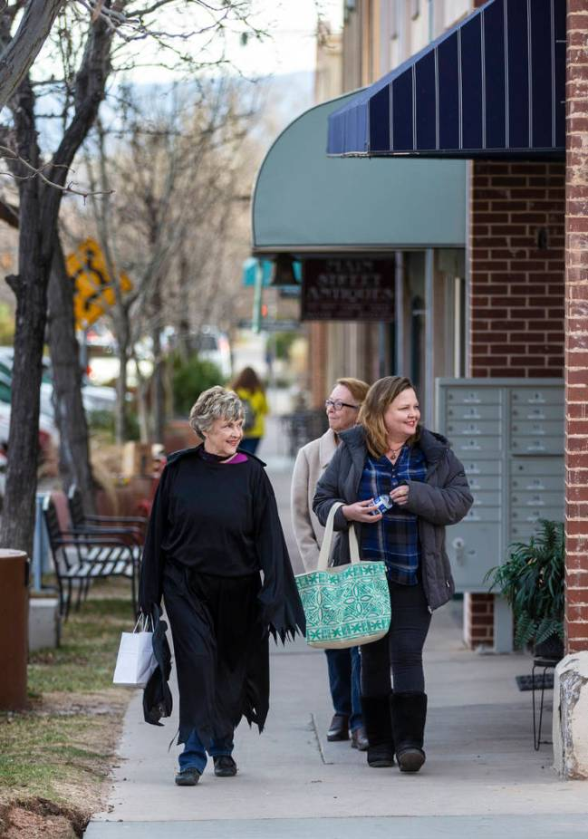 Shoppers explore stores on Main Street in downtown St. George. (Benjamin Hager/Las Vegas Review ...