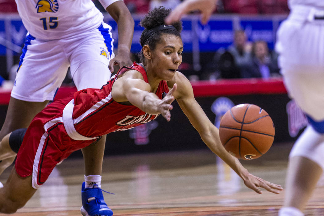 UNLV Lady Rebels guard Bailey Thomas (14, below) dives for a loose ball with San JosŽ Sta ...