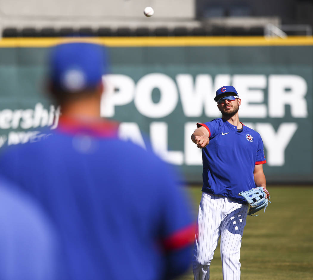 Chicago Cubs' Kris Bryant, right, throws to Anthony Rizzo while warming up before a baseball ga ...