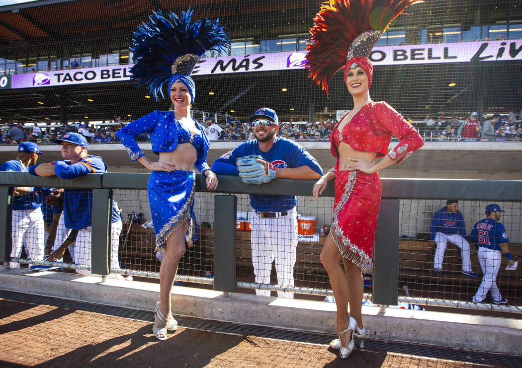 Showgirls Jennifer Vossmer, left, and Carolin Feigs, right, pose for a photo with Chicago Cubs' ...