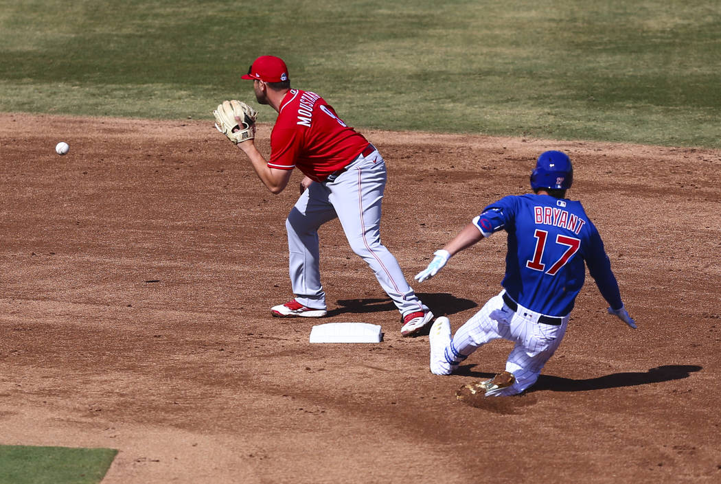 Chicago Cubs' Kris Bryant (17) gets to second base against Cincinnati Reds' Mike Moustakas (9) ...