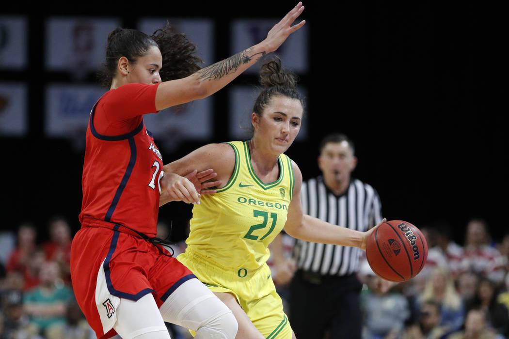 Oregon's Erin Boley (21) drives around Arizona's Dominique McBryde (20) during the second half ...