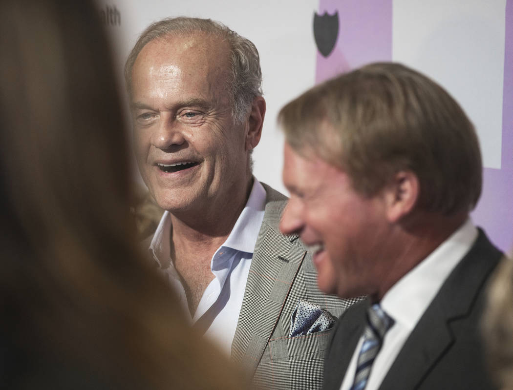 Raiders head coach John Gruden, right, talks with Kelsey Grammer on the red carpet during the 2 ...