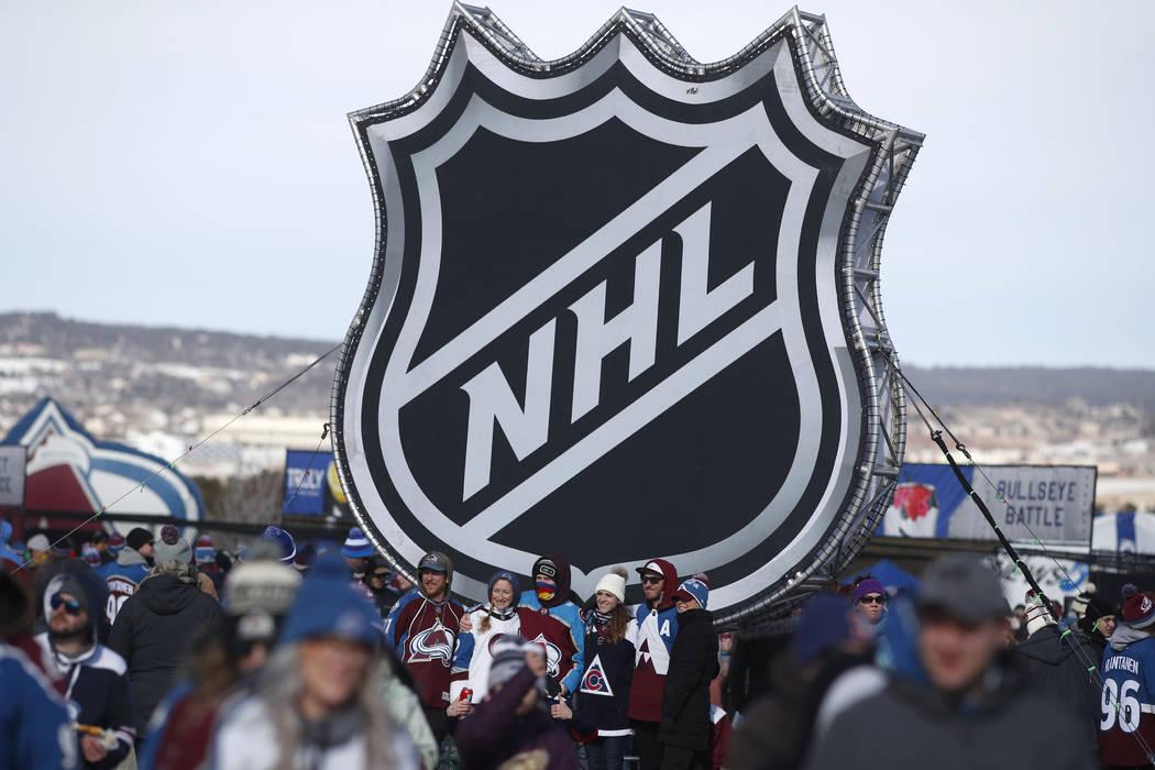 13493542_web1_Kings-Avalanche-Hockey.jpg