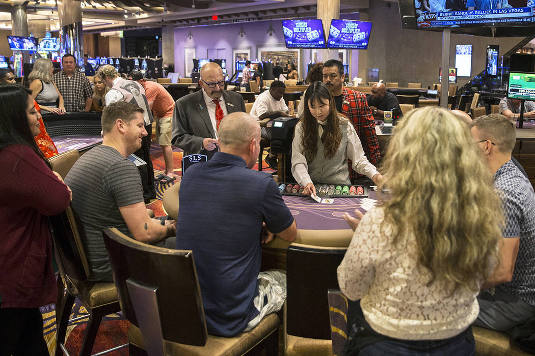 EDITORS NOTE: DO NOT USE WITHOUT PERMISSION FROM BIZ DESK. Gambers play blackjack a ...
