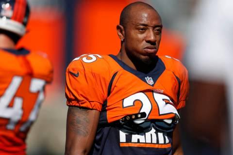 Denver Broncos cornerback Chris Harris (25) takes part in drills during an NFL football trainin ...