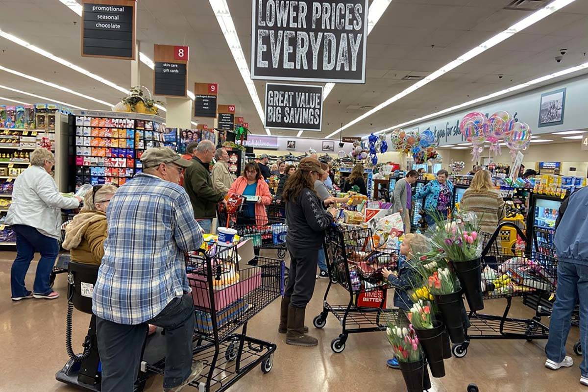 Lines at Albertsons in Pahrump on Friday, March 13. (Jeffrey Meehan/Pahrump Valley Times)