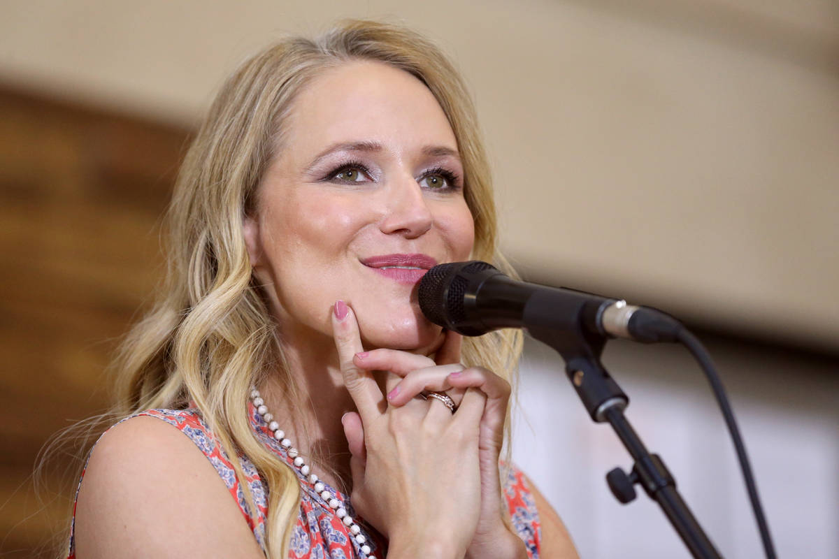 Singer-songwriter and part-time Las Vegas resident Jewel talks to patients and staff at St. Ros ...
