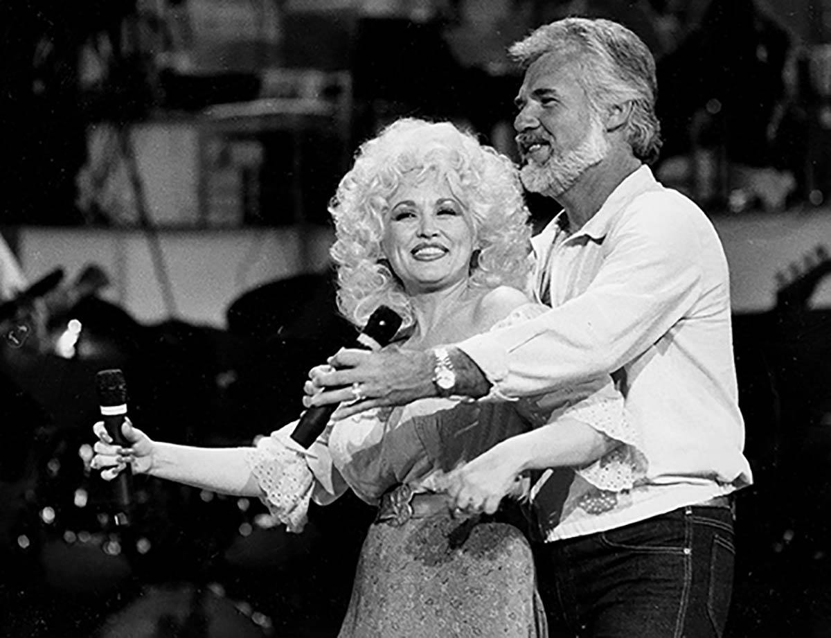 In this Sept. 27, 1983 file photo, Country Music singers Dolly Parton and Kenny Rogers rehearse ...
