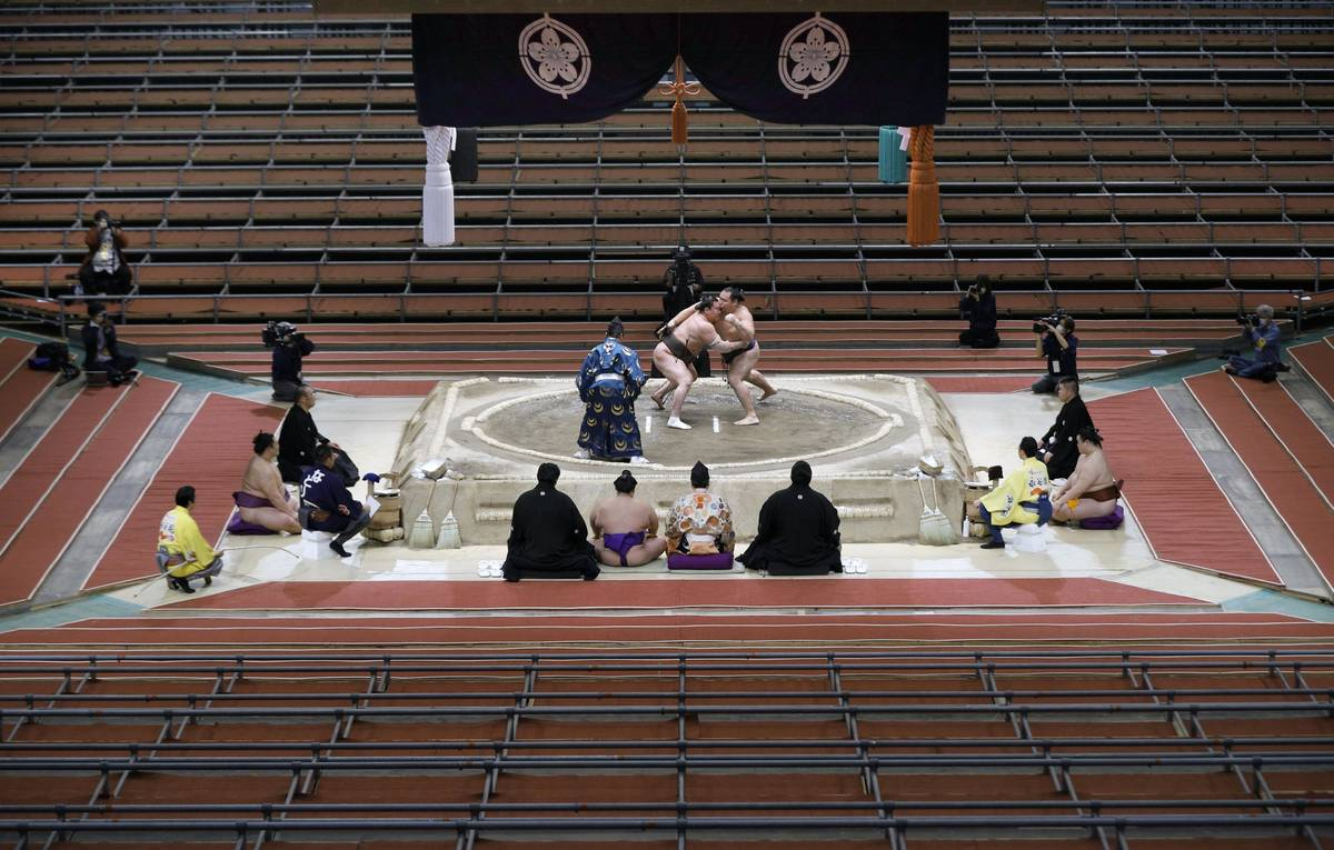 Hakuho (L) takes on fellow grand champion Kakuryu on the 15th day of the Spring Grand Sumo Tour ...