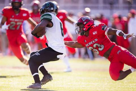 UNLV Rebels defensive back Sir Oliver Everett (33) tackles Hawaii Warriors wide receiver Cedric ...