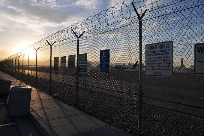 The viewing area located off Sunset Road in Las Vegas. (McCarran International Airport Twitter)