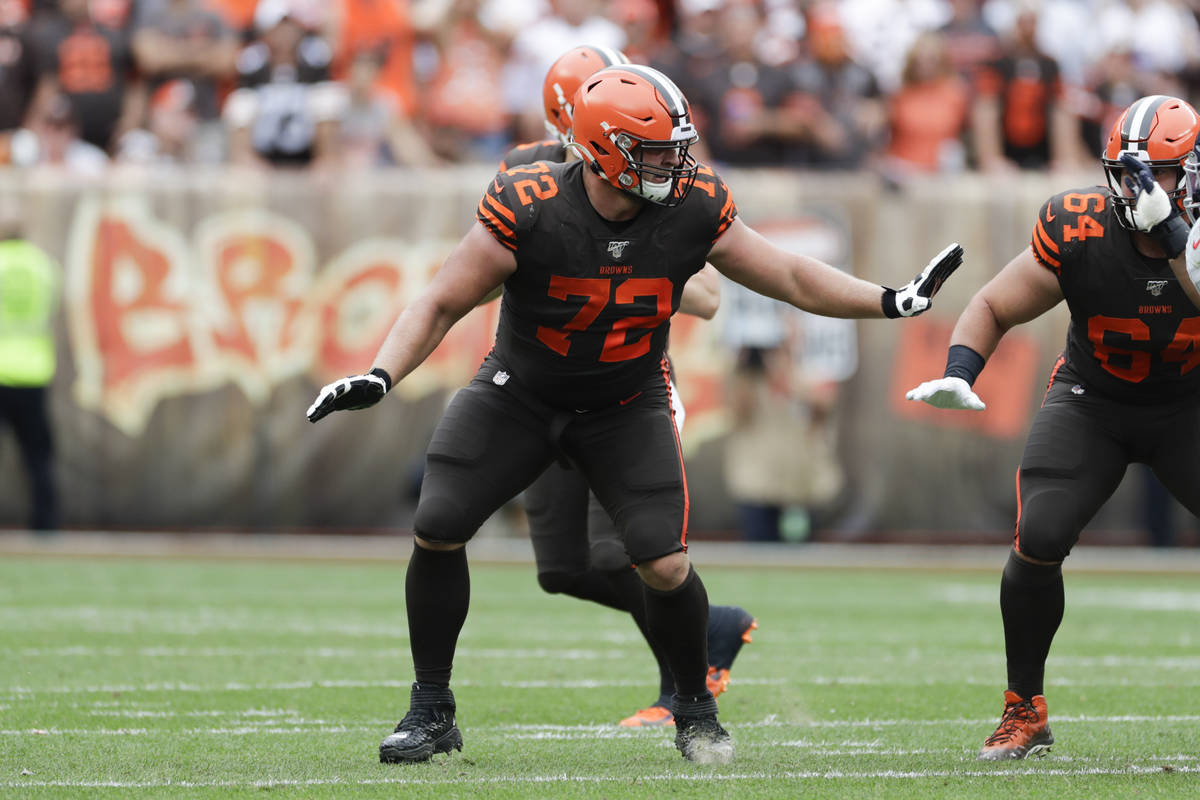 Cleveland Browns offensive guard Eric Kush (72) plays against the Tennessee Titans during the f ...