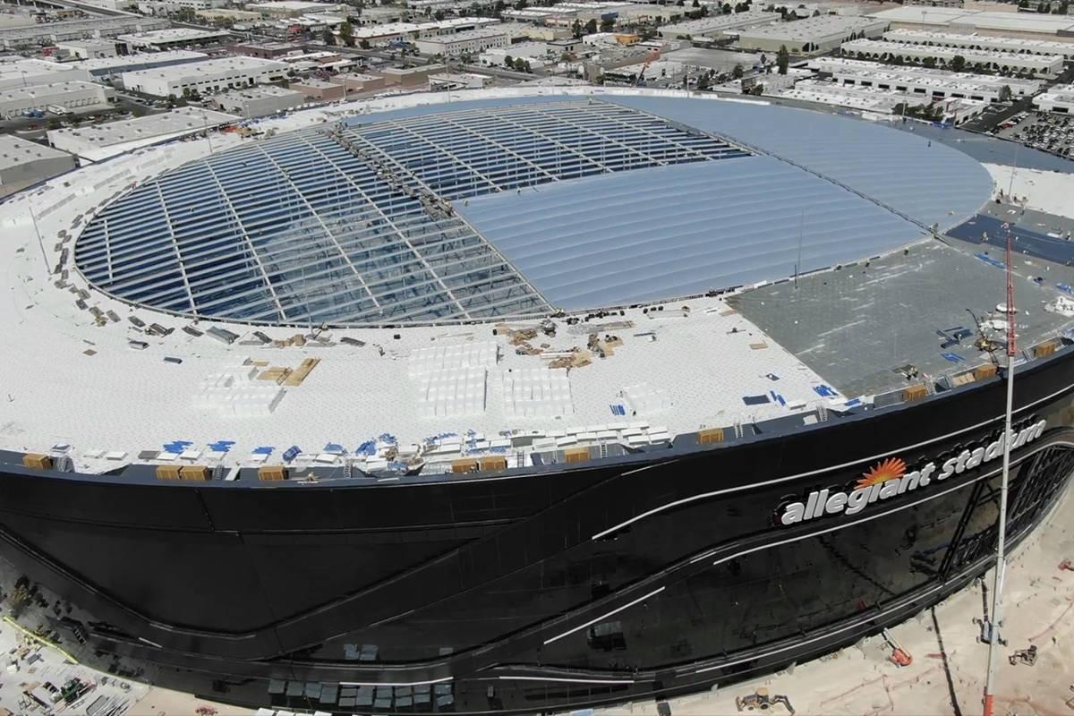 Crews installing roof panels at Allegiant Stadium on April 1, 2020. (Micheal Quine/ Las Vegas R ...