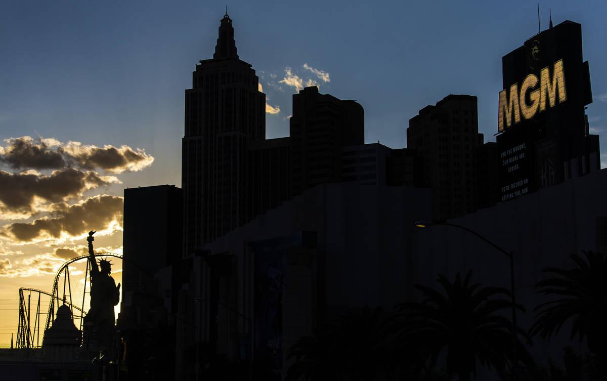 The Strip at dusk on Thursday, April 16, 2020, in Las Vegas. (Benjamin Hager/Las Vegas Review-J ...