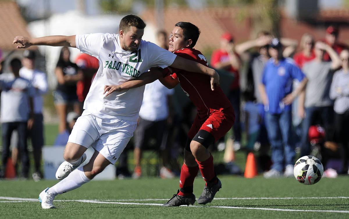 Palo Verde striker Jaden Ketelsen (21) tries to get around Valley defender Isaiah Cardenas duri ...