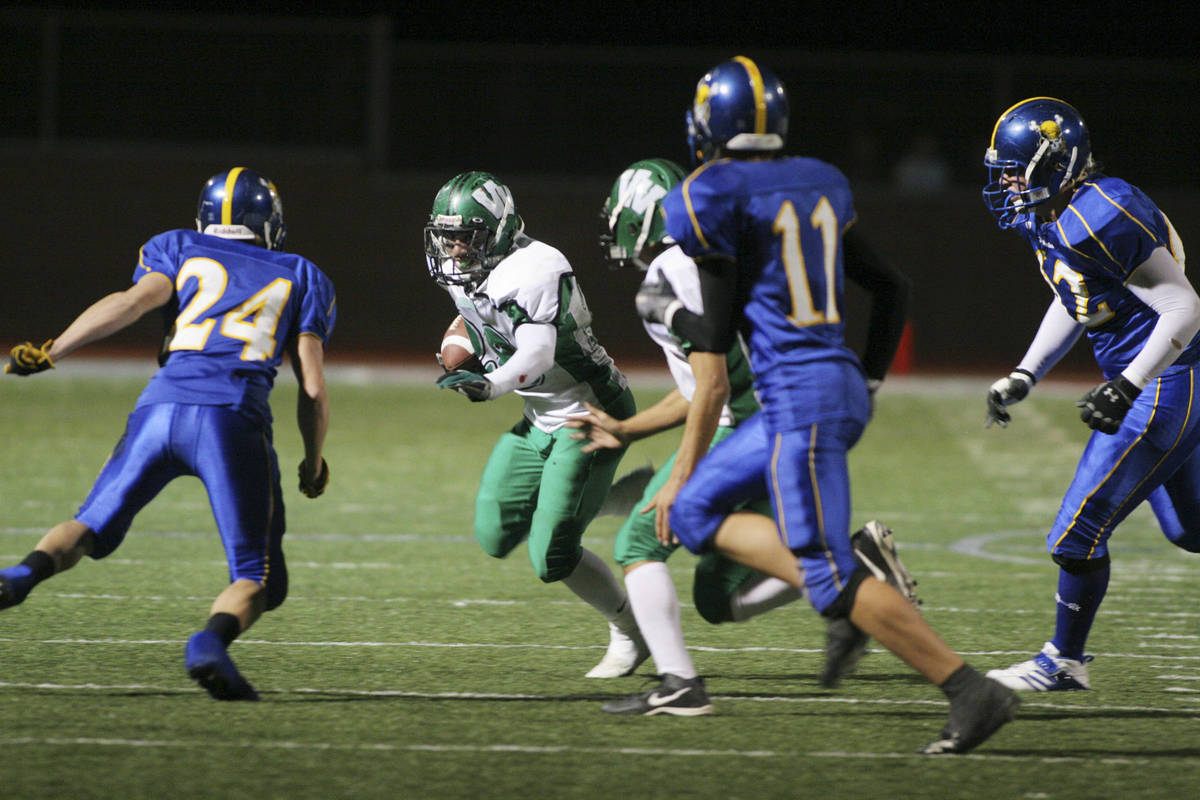 RJ FILE*** RONDA CHURCHILL/REVIEW-JOURNAL Virgin Valley High School football player Casimiro ...