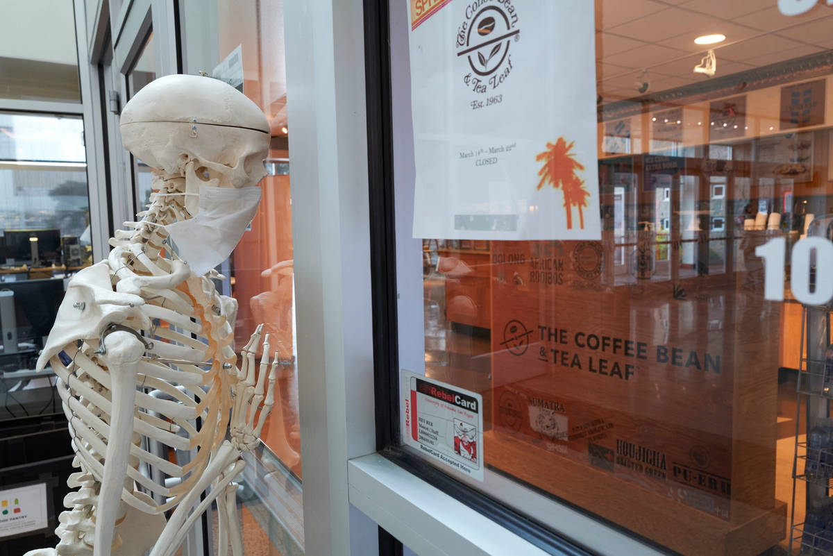 No line at the Book 'n' Bean, but he still can't get a mocha latte. (Aaron Mayes/UNLV Spe ...