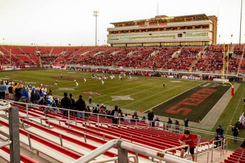 The daylight is nearly done as the UNLV Rebels continue to fight the San Jose State Spartans du ...