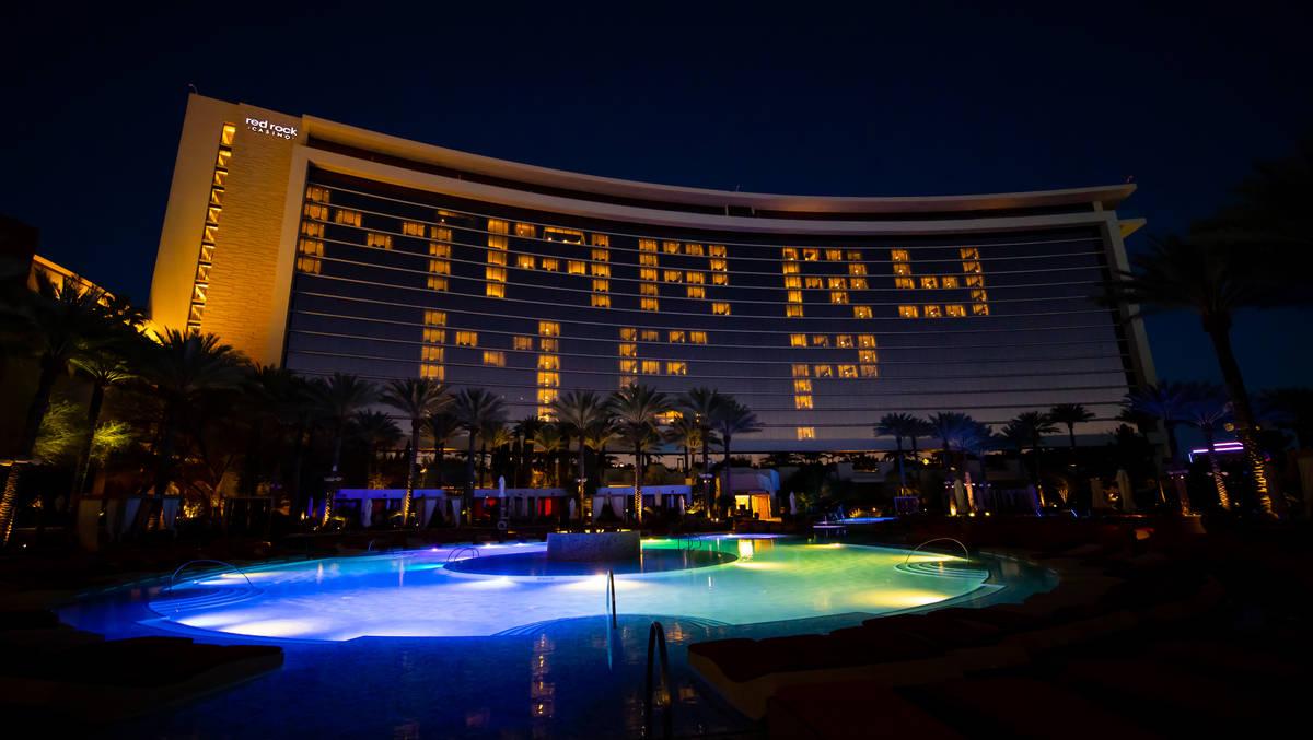Vegas entrepreneur Kyle Markman proposes to Fox 5's Jillian Lopez at Red Rock Resort on Friday, ...