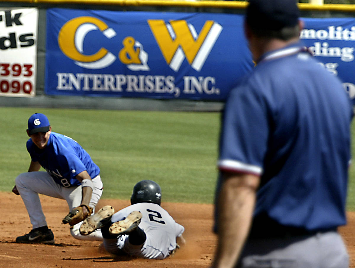 RALPH FOUNTAIN/REVIEW-JOURNAL Bishop Gorman High School baseball player Taylor Cole tags out G ...