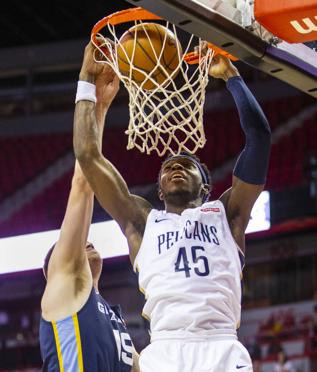 New Orleans Pelicans forward Zylan Cheatham, right, gets inside for a shot inside of Memphis Gr ...
