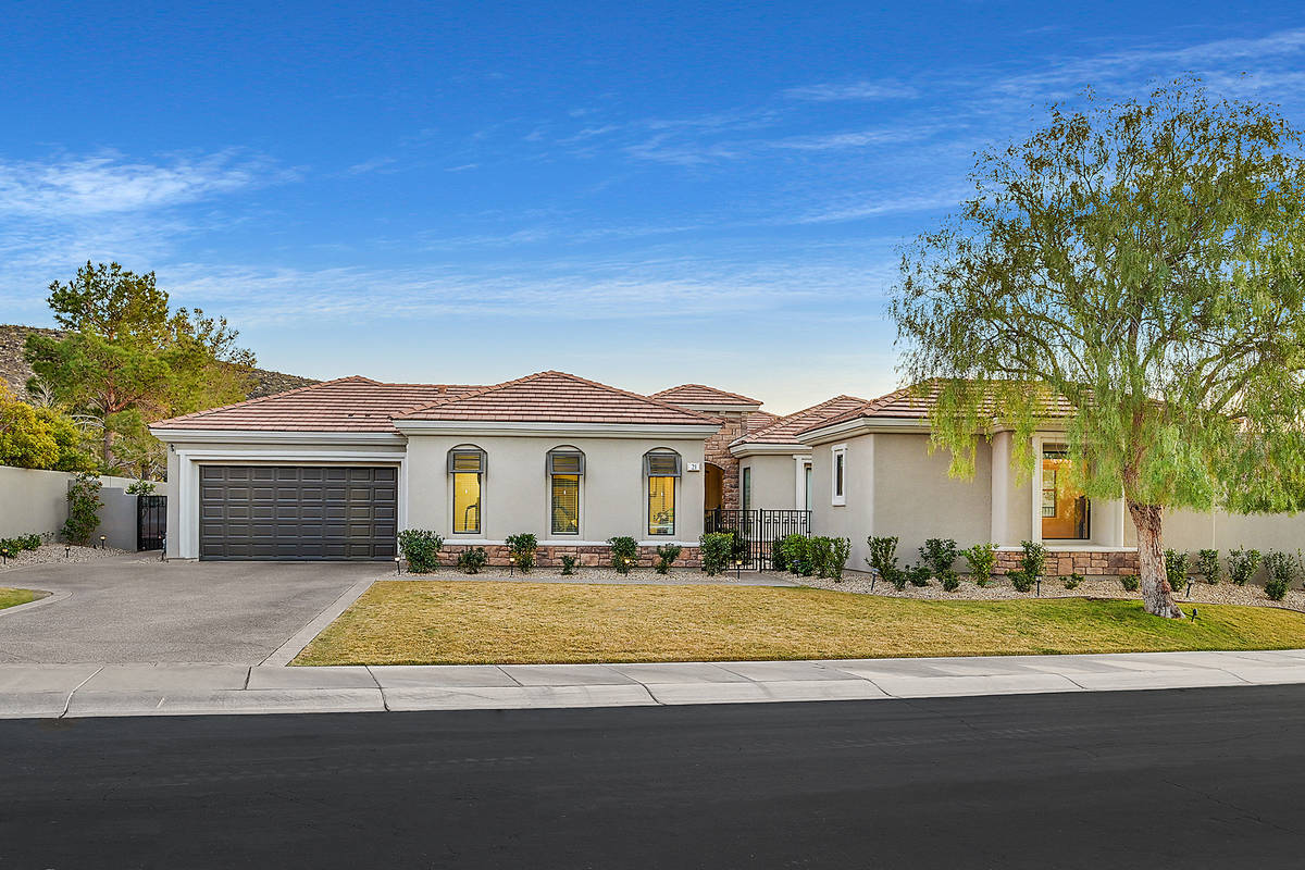 This Anthem Country Club home has listed for $1,475,000. (Huntington & Ellis)
