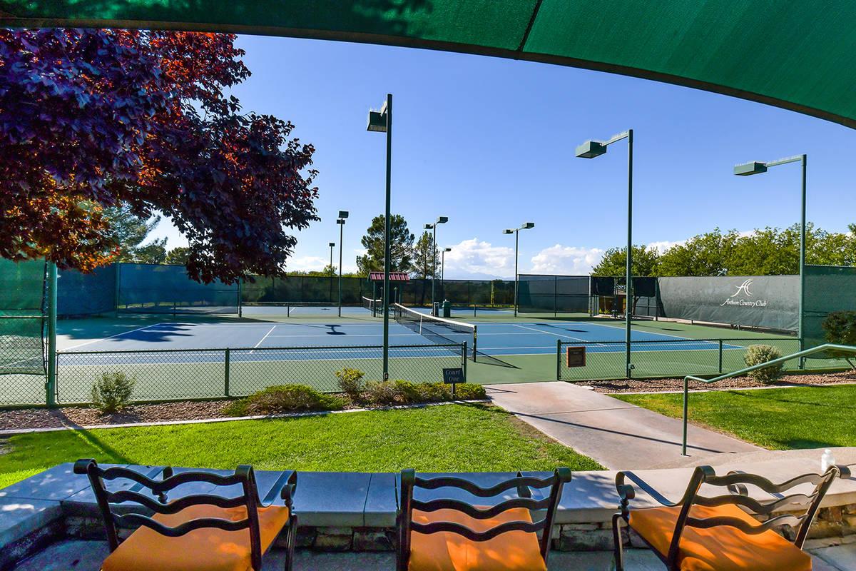 Anthem Country Club has tennis courts. (Huntington & Ellis)