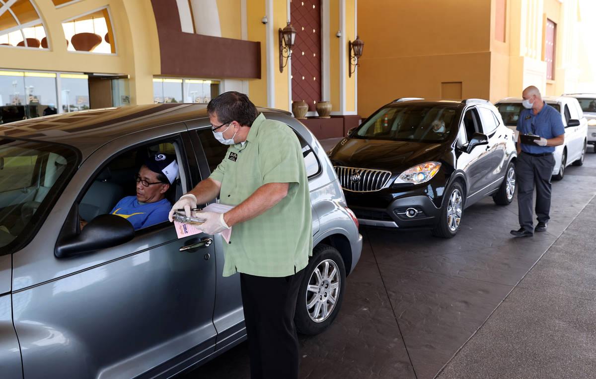 Sportsbook Supervisor Joe Hohler helps sports bettor Paul Thomas, 50, of Las Vegas fund an acco ...