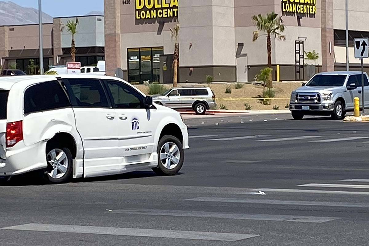 Injury crash at Russell and Fort Apache roads on Thursday, May 7, 2020. (Glenn Puit/Las Vegas R ...