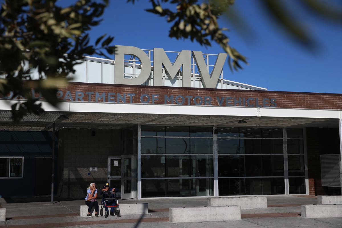 13722180_web1_DMV-WAIT_011019ev_002.jpg