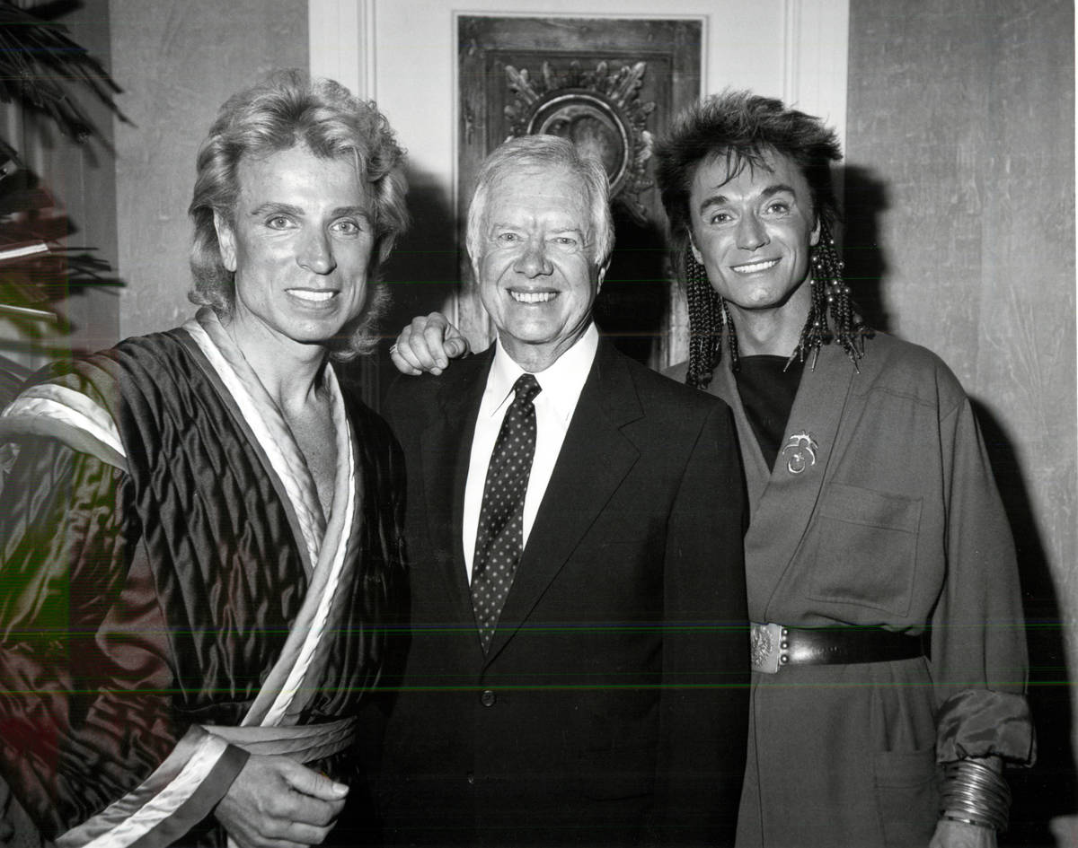 Siegfried and Roy pose with former President Jimmy Carter. (Review-Journal file)