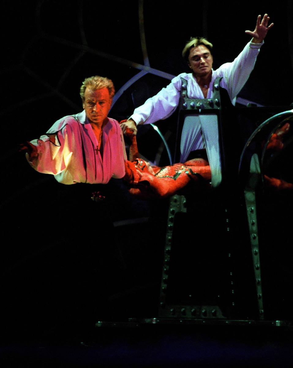 Siegfried and Roy perform at The Mirage on Feb. 19, 2001. (Review-Journal file)
