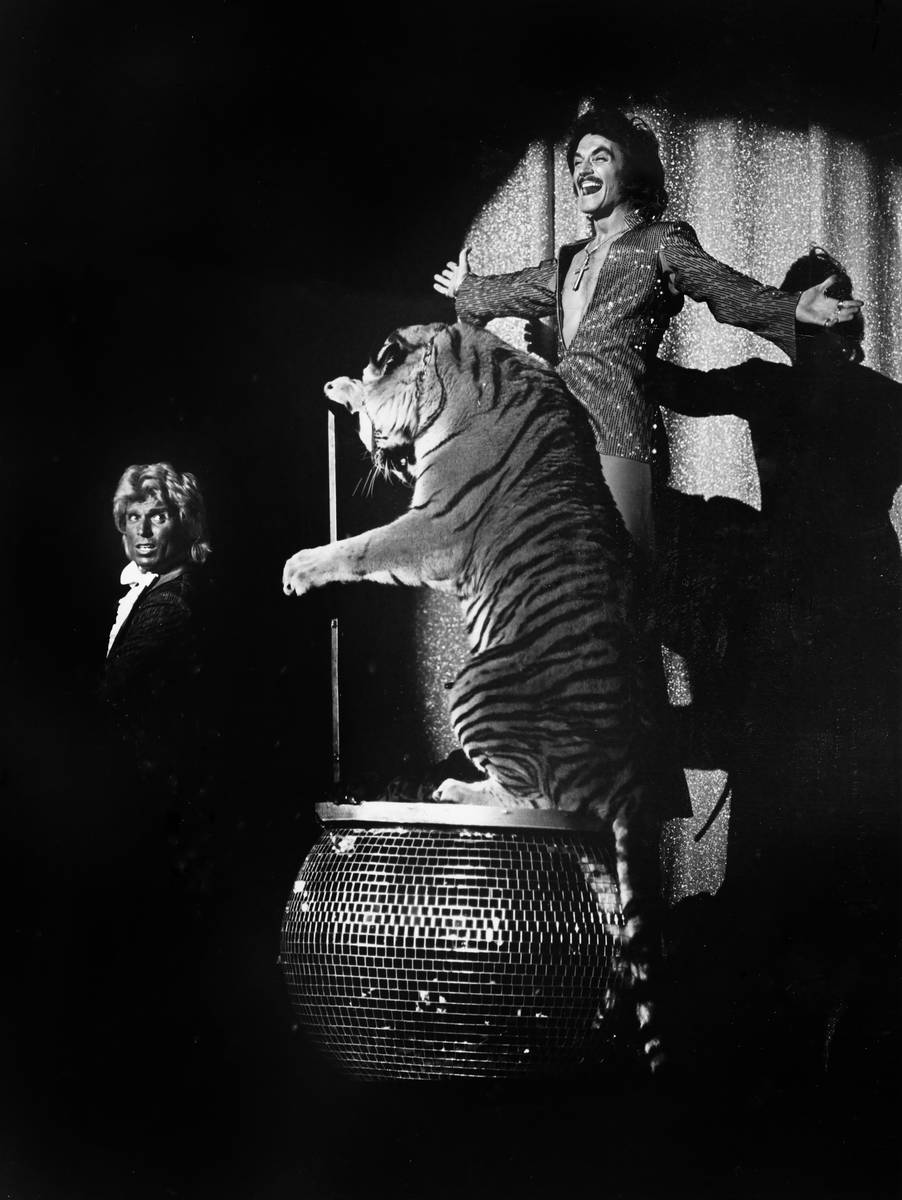 Siegfried Fischbacher, left, and Roy Horn perform with a tiger in this undated photo. (Las Vega ...