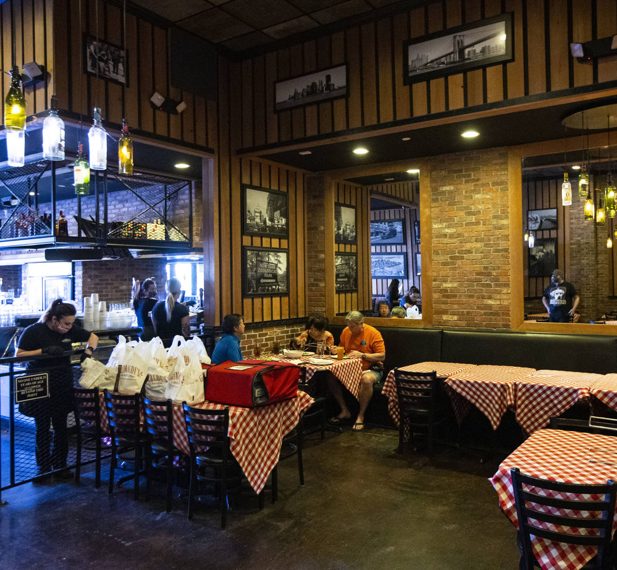 People dine at Grimaldi's in Boca Park as some restaurants open for table-service in Las Vegas ...