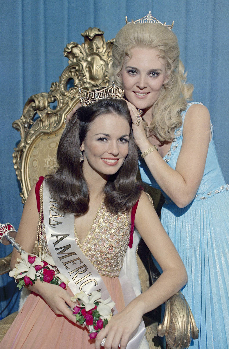 Phyllis George, of Denton, Texas, receives the crown as Miss America 1971 from outgoing Miss Am ...
