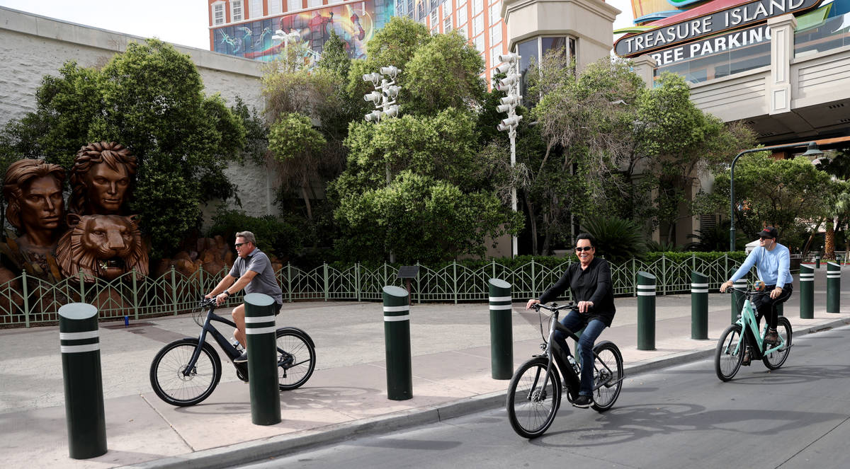 Mr. Las Vegas Wayne Newton, center, rides a bicycle on the Strip in Las Vegas with Las Vegas Re ...