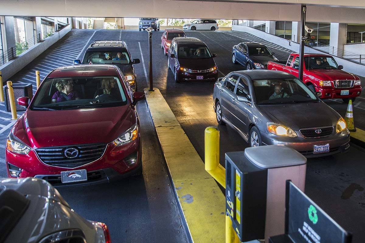 Cars line up to pay for parking at MGM Grand in Las Vegas. (Las Vegas Review-Journal)