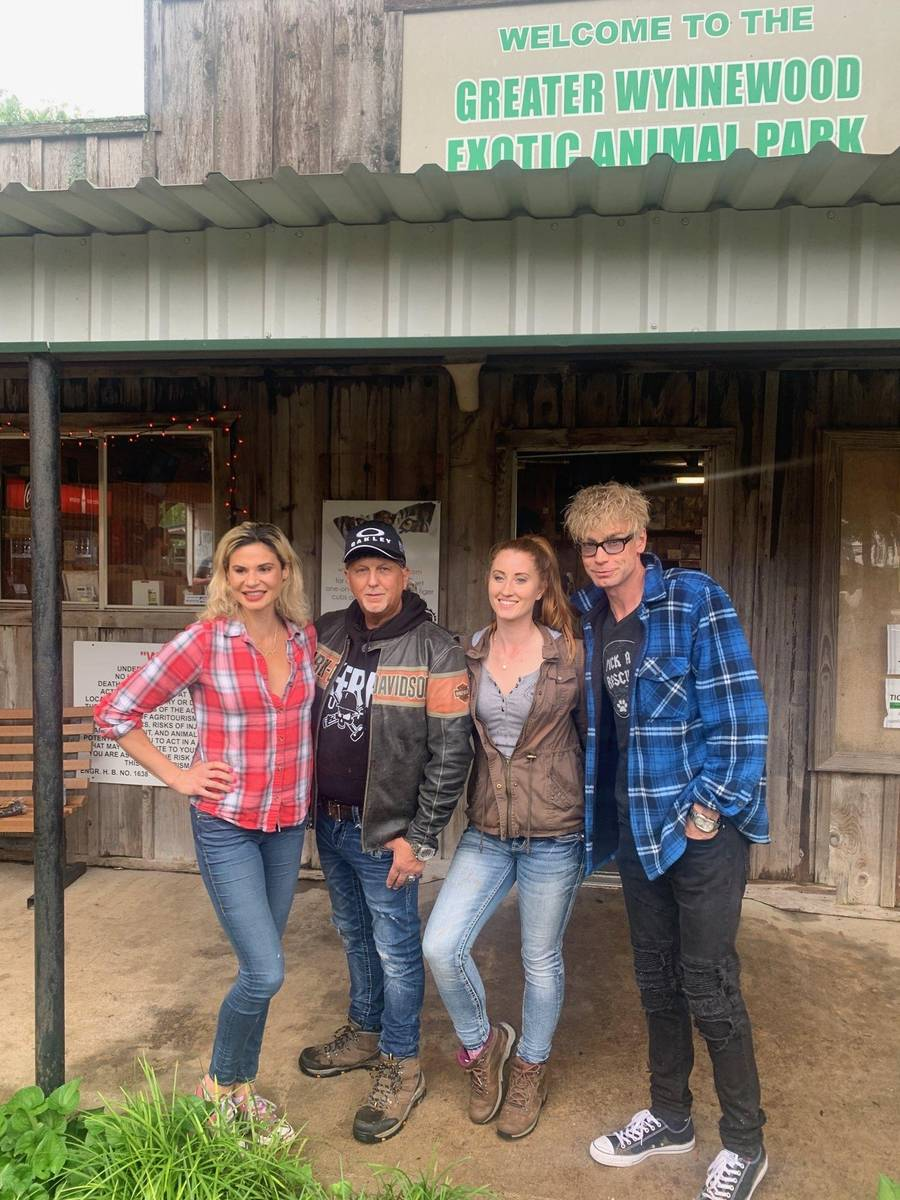 Las Vegas magician Murray Sawchuck, far right and his girlfriend, Dani Elizabeth, far left, are ...