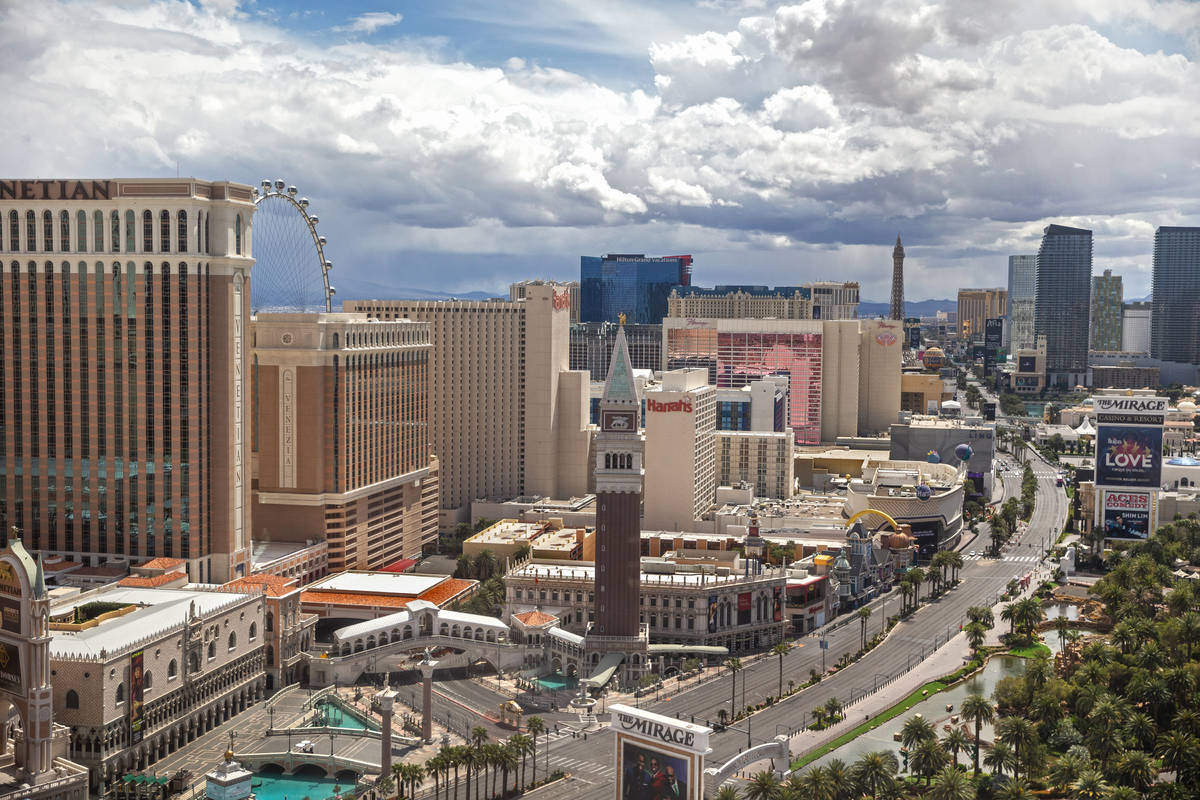 The Strip is completely empty on Thursday, April 9, 2020, in Las Vegas. (Benjamin Hager/Las Veg ...