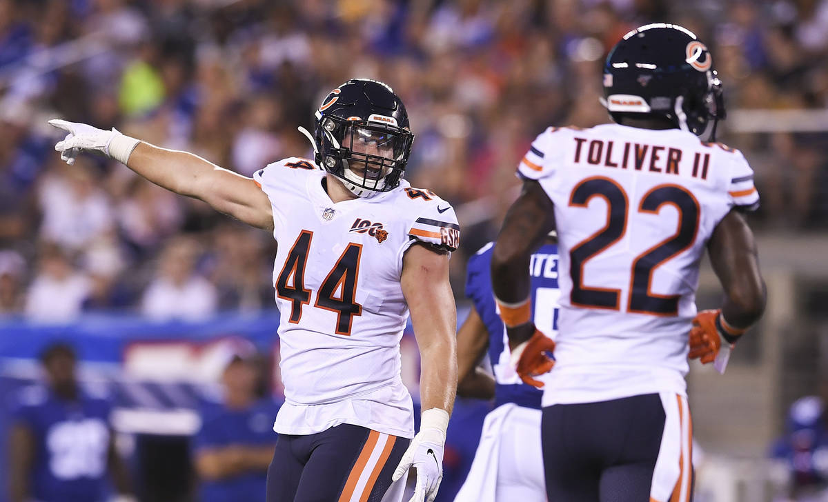 Chicago Bears inside linebacker Nick Kwiatkoski (44) motions during the second quarter of a pre ...