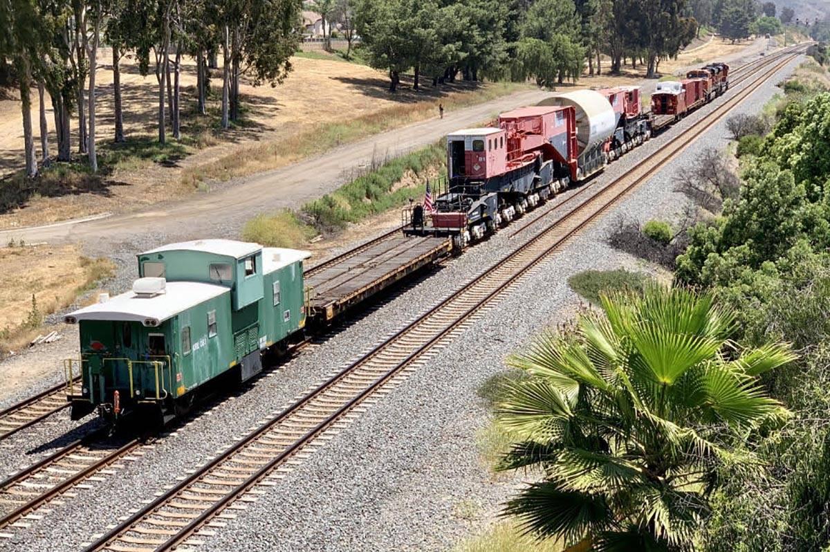 The entire Burlington Northern Santa Fe train hauling an old nuclear reactor toward Nevada can ...